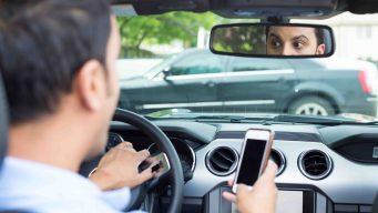 Estudio revela quienes son más distraídos al conducir