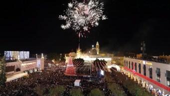 Turistas y palestinos encienden el árbol de Navidad en Belén