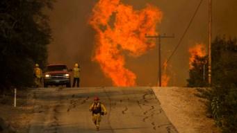 California: bomberos controlan apenas 15% de incendios