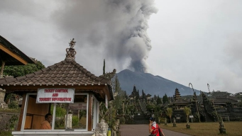 Bali: crece temor ante posible erupción total de volcán