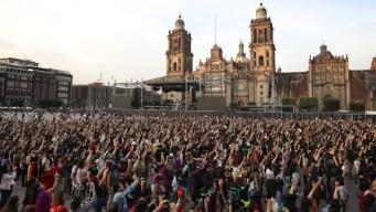 Miles de mujeres en performance contra violencia machista