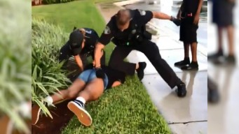 En video: policía golpea a muchacha de 14 años