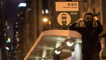 Agresores atacan a manifestantes en Hong Kong