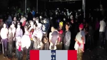 Revelan fotos de niños durmiendo en albergues desbordados en la frontera