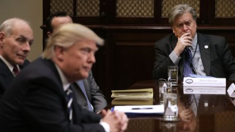 """Trump está furioso con Bannon: """"perdió la cabeza"""""""