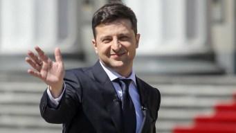 Comediante asume la presidencia de Ucrania y es furor