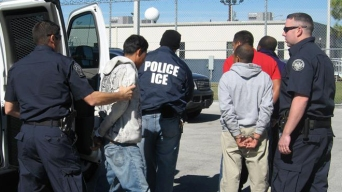 Se duplican los arrestos de inmigrantes en la frontera