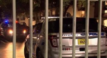 Visita policial termina en tensión y con un herido