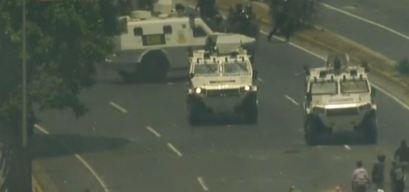 Tanquetas de la Guardia Venezolana arrollan a manifestantes