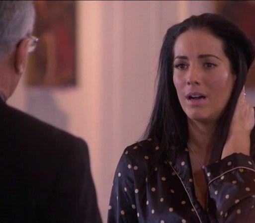 Amanda llega desesperada a la iglesia y le dice al padre que no sabe ...