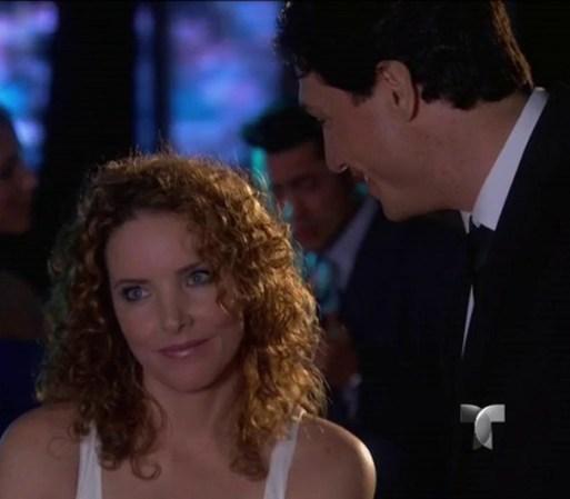 ... la quiere y que esa es la primera cita de muchas. Se besan