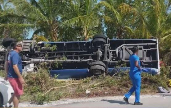 Turistas de crucero tienen un grave accidente