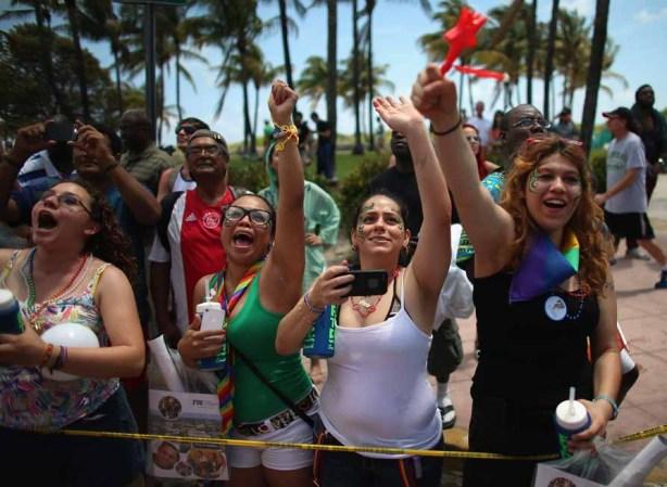 Miami Beach alza un reclamo por la igualdad en el desfile