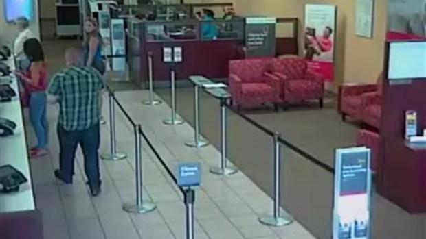 Sospechoso roba dinero a mujer en banco Segunda Parte