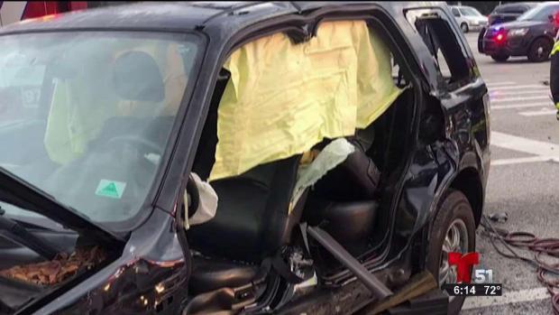 [TLMD - MIA] Accidente de auto deja 2 personas en condición crítica