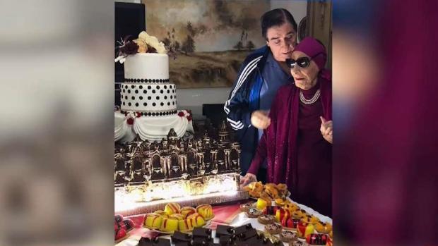 [TLMD - MIA] Alicia Alonso celebra su cumpleaños con enorme ponqué en Cuba