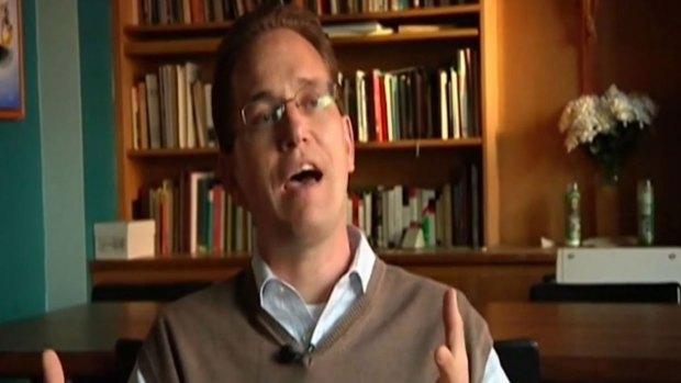 Vídeo: Sacerdote despedido por relación con una mujer