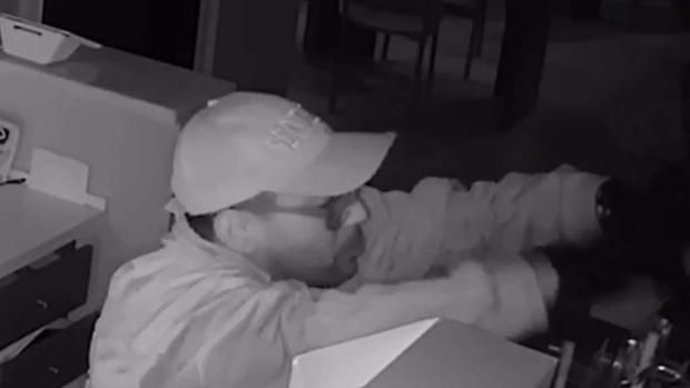 [TLMD - MIA] Buscan ladrón que robó miles en gafas de sol
