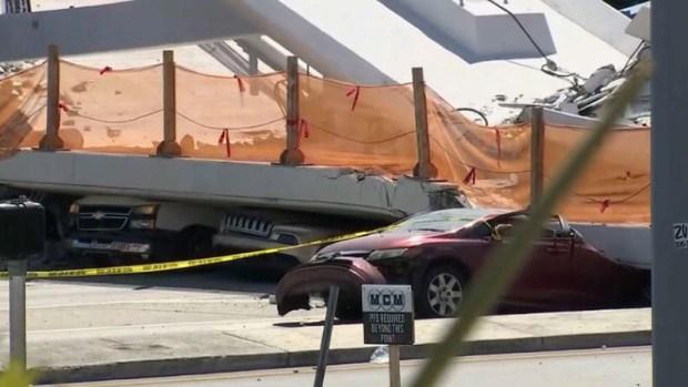 En fotos, colapsa puente peatonal de FIU