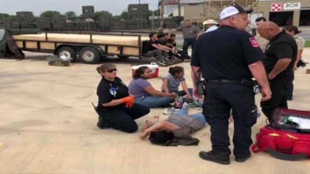 [TLMD - SA] Descubren 16 migrantes en compartimento secreto de remolque