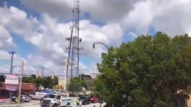 [TLMD - MIA] Detalles del hombre que está sobre torre de celular en Hialeah