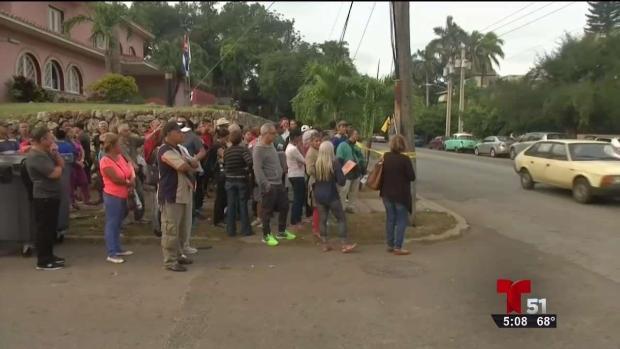 [TLMD - MIA] Enormes filas en embajada de Colombia en La Habana