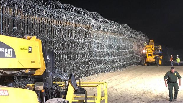[TLMD - SD] Frontera tapizada con alambre de púas valla fronteriza
