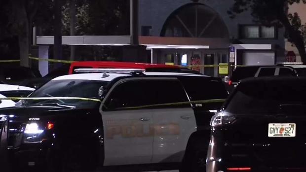 [TLMD - MIA] Hombre muere y niño herido en tiroteo en Hollywood