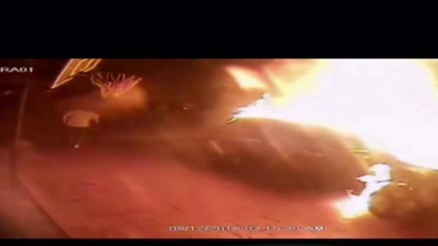 [TLMD - MIA] Hombre prende fuego a auto