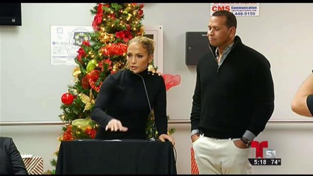 [TLMD - MIA] J.Lo y Alex en Puerto Rico para supervisar sus donaciones