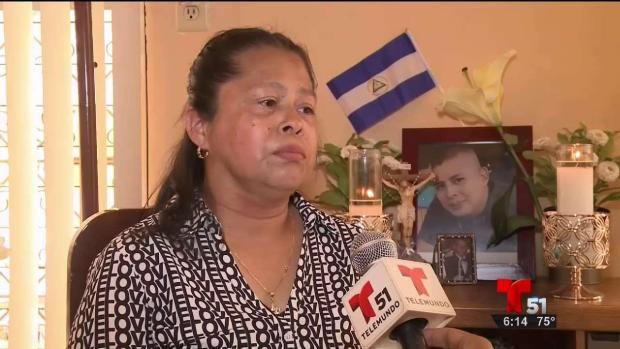 Madre llora a su hijo fallecido en protestas en Nicaragua