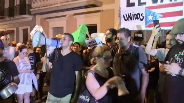 [TLMD - MIA] Manifestantes en Puerto Rico exigen la renuncia del gobernador Rosello