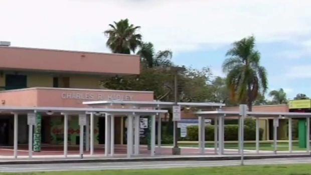 [TLMD - MIA] Mastro acusado de conducta inapropiada con 4 alumnas