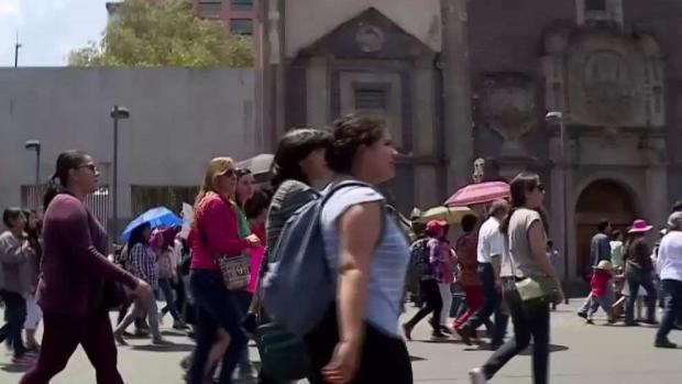 Miles marchan en Mexico contra feminicidios