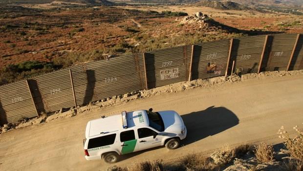 Proponen recortar cupones de alimentos para pagar el muro fronterizo