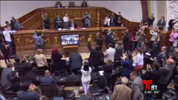 [TLMD - MIA] Parlamento venezolano aprueba enjuiciamiento de Maduro