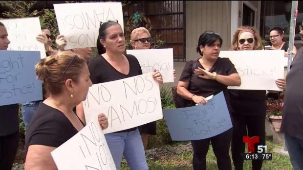 [TLMD - MIA] Residentes de parque de casas moviles de Hialeah protestan