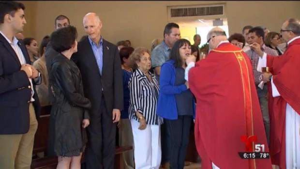 [TLMD - MIA] Rick Scott participa en misa por muertos en accidente aereo de Cuba