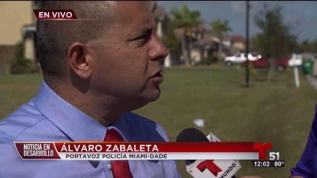 [TLMD - MIA] Sujeto atrincherado en vivienda de SW de Miami Dade