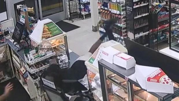 [TLMD - MIA] Intentó robarle pero no imaginó una reacción así