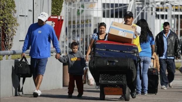 Más mexicanos salen de EEUU de los que entran...aquí las razones