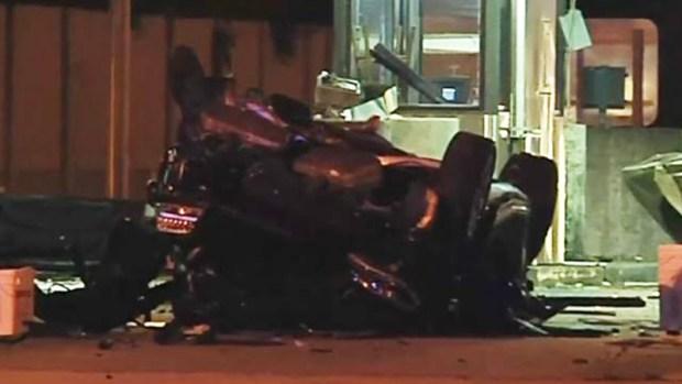[TLMD - MIA] Auto choca contra caseta de peaje en Turnpike