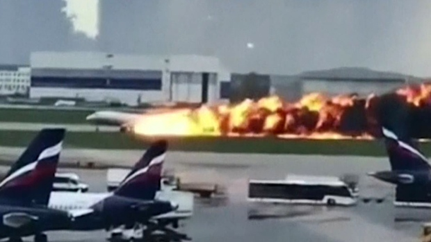 [TLMD - LV] En video: así fue el aterrizaje del avión ruso cubierto en llamas