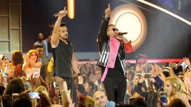 """[TLMD - MIA] Luis Fonsi y Daddy Yankee encienden Premios Billboard con """"Despacito"""""""
