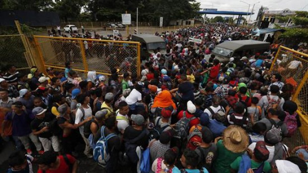 Migrantes ingresan a la fuerza a suelo mexicano