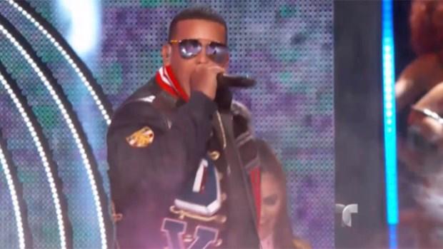 "[TLMD - MIA] Daddy Yankee abre Premios Billboard con ""Hula Hoop"""