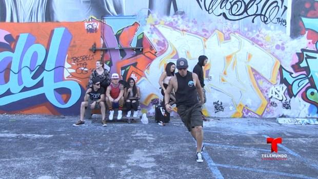 Demonstración del baile estilo shuffle