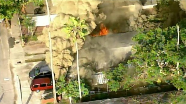[TLMD - MIA] Incendio en casa de Miami Dade