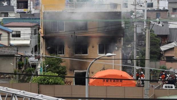 Desatan feroz incendio que mata a más de 20