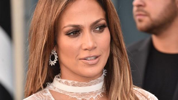Jennifer López, de punta en blanco en estreno de película